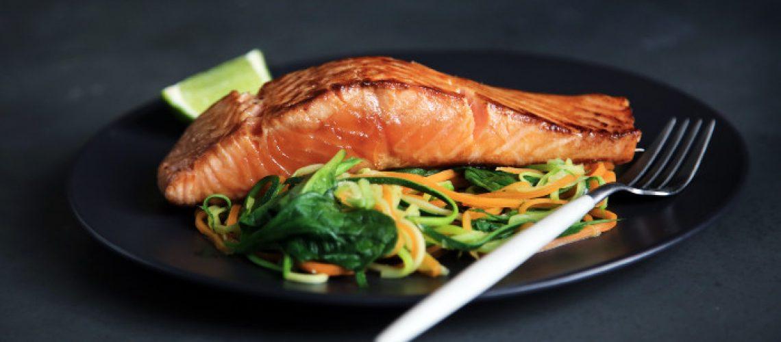 cucinare il salmone alla griglia